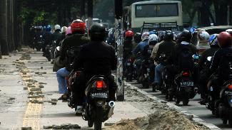 Denda Tilang Rp. 500.000 Bagi Pemotor Yang Gunakan Trotoar