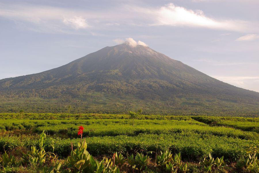 9 Gunung Paling Angker Penuh Misteri Yang Ada di Indonesia