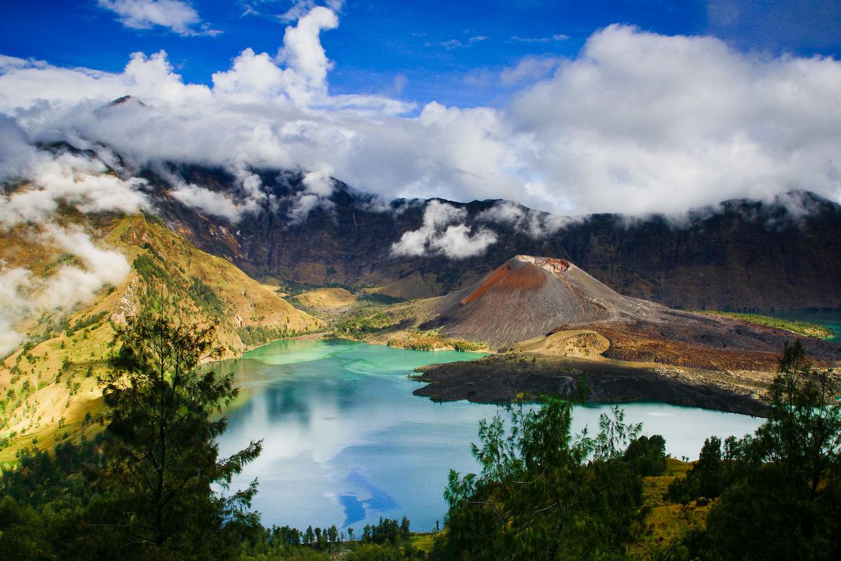 Destinasi Wisata Lombok, Danau Segara Anak dan Mengenal Mitosnya.