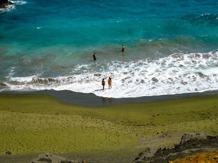 Uniknya Pantai di Daerah Hawai Yang Berwarna Hijau