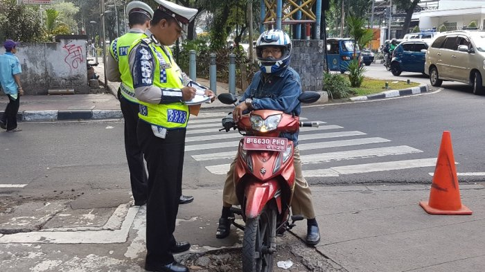 Motor Lewat Trotoar di Kebon Sirih di Tertibkan Polisi