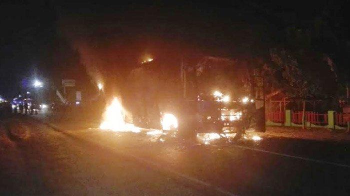 Bus Sugeng Rahayu Habis Terbakar Setelah Menabrak Sepeda Motor
